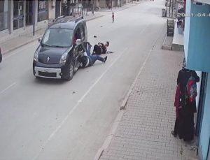 Adana'da kapkaç mağduru iki kardeşin yerde sürüklenmesi güvenlik kamerasına yansıdı