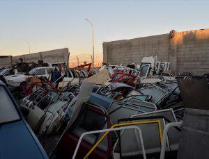 Adana'da polis, oto hırsızlığı çetesine yönelik operasyon öncesinde zanlıları çöpçü kılığında izlemiş