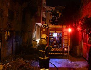 Adana'da terk edilmiş binada yangın çıktı