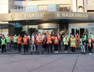 AK Parti İzmir İl Gençlik Kolları, iftara yetişemeyenlere kumanya dağıttı