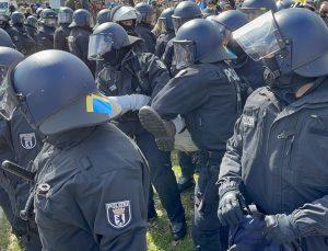 Almanya'da Bakanlar Kurulu, Kovid-19 tedbirlerinin sertleştirilmesine ilişkin yasa tasarısını onayladı