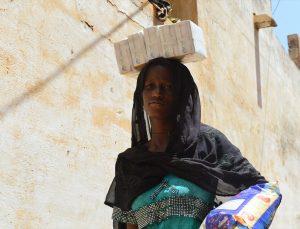 Almanya'dan Senegal'e giden Türk hayırseverler, ihtiyaç sahiplerinin bakkal borçlarını ödedi