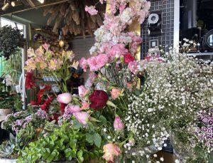 """""""Anneler Günü""""nde kısıtlamadan muaf tutulan çiçekçiler hazırlıklarına başladı"""