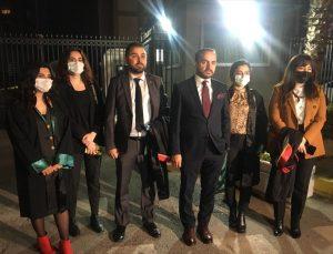 GÜNCELLEME – Antalya'da kendisini kelepçeleyip darbeden eşini öldüren kadının yargılanmasına devam edildi