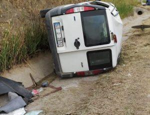 Aydın'da şarampole devrilen hafif ticari araçtaki 4 kişi yaralandı