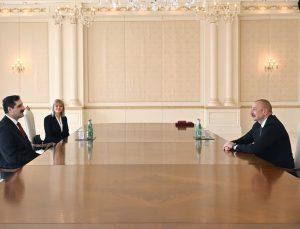 """Azerbaycan Cumhurbaşkanı Aliyev, Türkiye'nin Bakü Büyükelçisi Özoral'a """"Dostluk Nişanı"""" takdim etti"""