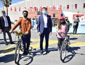 Bahçelievler Belediyesi çocuklara bisiklet hediye etti