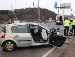 Bolu'da iki otomobilin çarpışması sonucu 1 kişi öldü, 3 kişi yaralandı