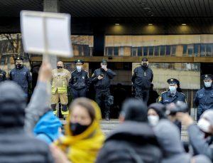 Bosna Hersek'te hükümetin salgınla mücadelede yetersiz kalması protesto edildi