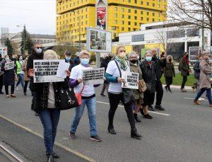 Bosna Hersek'te hükümetin salgınla mücadelesi protesto edildi