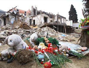 Cumhurbaşkanlığı İletişim Başkanı Altun, Ermenistan'ın saldırılarında sivillerin hayatını kaybettiği Gence'yi ziyaret etti:
