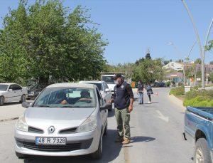 """Datça'da polis ve jandarmadan """"tam kapanma"""" denetimleri"""