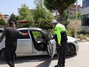 Denizli'de kovalamaca sonucu yakalanan ehliyetsiz sürücüye 15 bin lira ceza kesildi