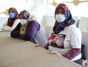 Diyarbakır anneleri, tam kapanma nedeniyle oturma eylemini otelde sürdürdü