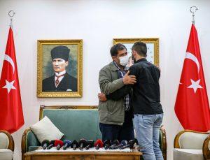 Diyarbakır'da oturma eylemi yapan ailelerden biri daha evladına kavuştu