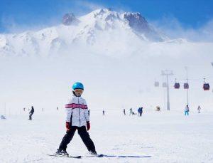 Erciyes'te kayak keyfi nisanda da sürüyor