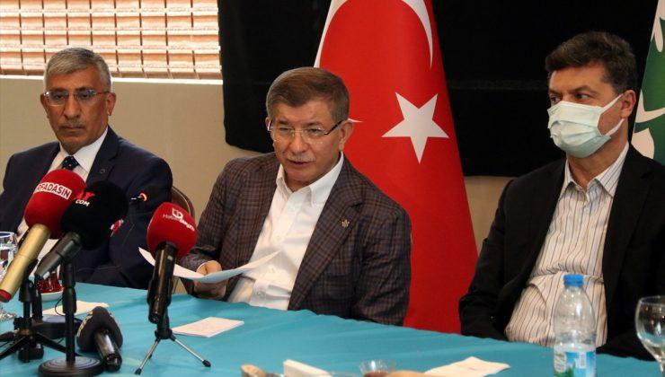 Gelecek Partisi Genel Başkanı Ahmet Davutoğlu, Şanlıurfa'da gazetecilerle bir araya geldi