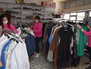 """Germencik'te """"giyim ve eşya bankası"""" ihtiyaç sahiplerine hizmet etmeye devam ediyor"""
