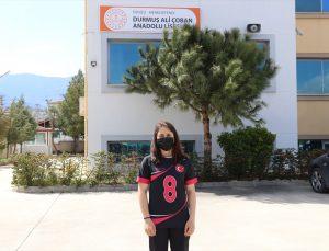 Golbol Kadın Milli Takımı oyuncusu Berfin Altan, okulunun gururu oldu: