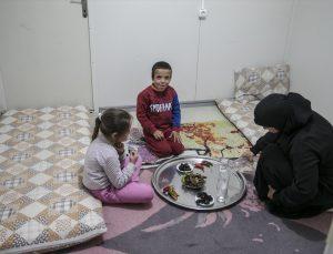 Hatay Boynuyoğun Barınma Merkezi'ndeki Suriyeliler ilk iftarlarını ülkelerine özgü yemeklerle açtı