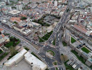 """İç Anadolu'da """"tam kapanma"""" öncesi yollarda ve kent merkezlerinde hareketlilik arttı"""