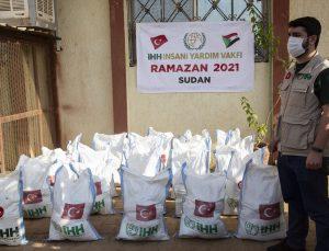 İHH ramazan yardımları kapsamında Sudan'da gıda desteği ve iftar programlarını sürdürüyor