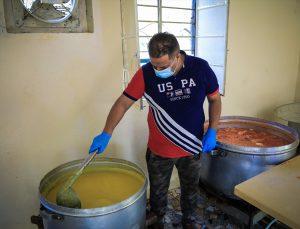 Irak'ta çöplük alandan yoksulların iftar adresine dönüşen aşevi: Çorbahane
