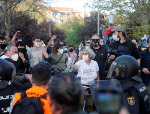 İspanya'da aşırı solun protesto ettiği aşırı sağcı Vox partisinin mitingi olaylı geçti