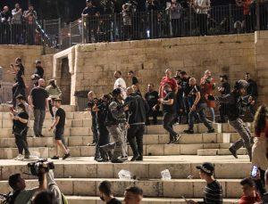 İsrail güçleri, işgal altındaki Kudüs ve Batı Şeria'da Filistinlilere saldırılarına devam ediyor