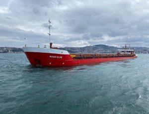 İstanbul Boğazı'nda 90 metrelik kuru yük gemisi makine arızası nedeniyle demirledi