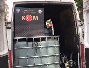 İzmir'de kaçak akaryakıt üretiminde kullanılan atık yağ ele geçirildi, 2 şüpheli gözaltına alındı