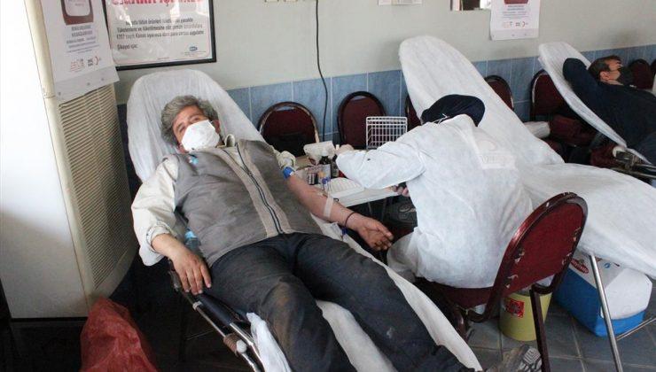 İzmir'de kahvehanede 15'inci kan bağışı buluşması