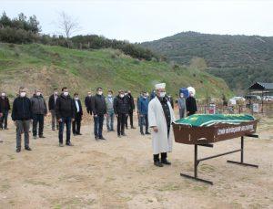 İzmir'de, Kovid-19 nedeniyle hayatını kaybeden hakimin cenazesi toprağa verildi