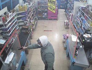 İzmir'de marketten silahlı gasp girişiminde bulunan bir kişi yakalandı