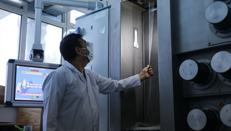 """İzmir'de metal oksit bileşikleri kullanılarak üretilen lifle """"antiviral kumaş"""" geliştirildi"""