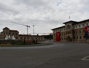 Kayseri ve Sivas'ta sokağa çıkma kısıtlaması nedeniyle sessizlik hakim