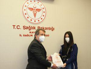 """Kayseri'de meslek lisesi öğrencilerinin ürettiği 20 bin """"N95"""" maske sağlık çalışanlarına dağıtılacak"""