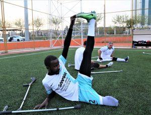 Kenyalı milli futbolcu Ochıeng, spor yaşamını Şanlıurfa'da sürdürecek olmanın mutluluğunu yaşıyor: