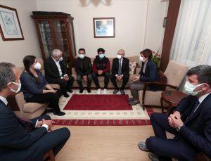 Kılıçdaroğlu, Kovid-19'dan hayatını kaybeden İstanbul il başkan yardımcısının ailesine taziye ziyaretinde bulundu