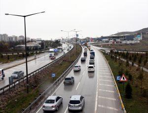 Kırıkkale-Ankara kara yolunda sokağa çıkma kısıtlaması öncesi yoğunluk yaşanıyor