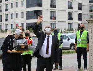 Kırklareli Valisi Bilgin'den 23 Nisan doğumlu öğrencilere pasta sürprizi