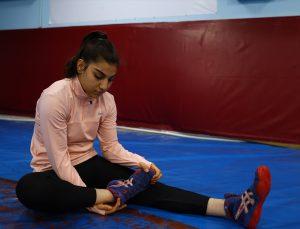 """""""Kızlar güreş yapamaz"""" ön yargısını kıran Edirneli milli güreşçilerin hedefi Avrupa'da kürsüye çıkmak"""