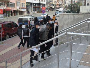 Kocaeli'de cep telefonuyla kız çocuğunun fotoğrafını çektiği iddiasıyla darbedilen zanlı adliyede