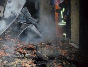 Kütahya'da evde çıkan yangında yalnız yaşayan kadın hayatını kaybetti