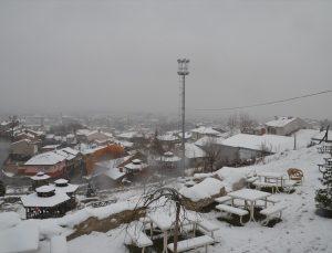 Kütahya'nın yüksek kesimlerinde kar kalınlığı 30 santimetreye ulaştı