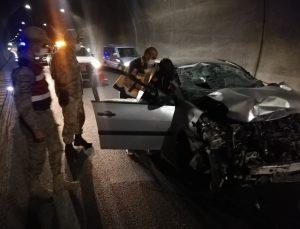 Malatya Erkenek Tüneli'nde otomobil kamyona arkadan çarptı: 1 ölü, 1 yaralı
