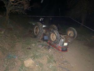 Manisa'da devrilen traktörün altında kalan sürücü hayatını kaybetti
