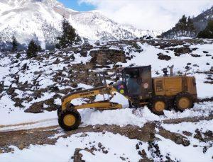 Mersin'in yüksek kesimlerinde kar nedeniyle kapanan yollar açıldı