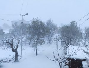 Mersin'in yüksek kesimlerinde kar yağışı etkili oluyor
