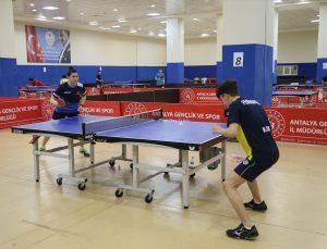 Milli masa tenisçiler olimpiyat yolunda son dönemeçte
